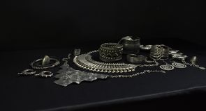 Metta di bei gioielli d'argento orientali indiano, arabo, africano fotografie stock libere da diritti