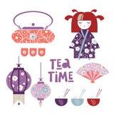 Metta di tè giapponese Ragazza giapponese, bambola di Kokeshi, fan, lanterne giapponesi, tazze con riso e bastoni, teiera, ciotol royalty illustrazione gratis