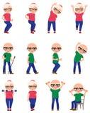 Metta gli anziani fanno gli esercizi differenti di sport Immagine Stock