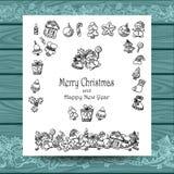 Metta gli elementi di scarabocchio di Natale su bianco con legno blu Immagini Stock