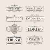 Metta i distintivi eleganti del logos di flourishes di lusso d'annata di calligrafia illustrazione di stock