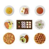 Metta i piatti di ofnine dalle cucine differenti del mondo Fotografie Stock Libere da Diritti