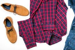 Metta il collage dei vestiti degli uomini con la camicia, i jeans e le scarpe Fotografie Stock Libere da Diritti