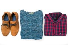 Metta il collage dei vestiti degli uomini con la camicia, il maglione e le scarpe Immagine Stock