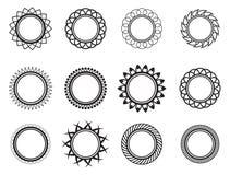 Metta il modello nel cerchio della forma Fotografia Stock