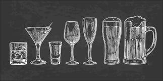 Metta il vetro per la birra, il whiskey, il vino, la tequila, il cognac, il champagne, il brandy, i cocktail, liquore Fotografie Stock Libere da Diritti