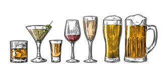Metta la birra di vetro, il whiskey, il vino, la tequila, il cognac, il champagne, cocktail Fotografia Stock