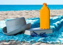 Metta la protezione solare Fotografia Stock Libera da Diritti
