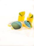 Metta le bevande del colpo, bevande gialle delle kamikaze decorate con frutta, Li Fotografia Stock