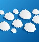 Metta le nuvole tagliate, carta blu royalty illustrazione gratis