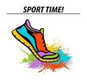 Metta in mostra l'insegna variopinta motivazionale di tempo con la scarpa da tennis corrente di forma fisica di sport Fotografia Stock Libera da Diritti