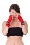 Metta in mostra la giovane donna, i guanti, ragazza di forma fisica sopra bianco Fotografie Stock Libere da Diritti