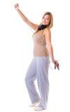 Metta in mostra la ragazza di forma fisica con i headphoes che fanno l'esercizio con la corda di salto di salto Immagini Stock