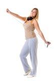 Metta in mostra la ragazza di forma fisica con i headphoes che fanno l'esercizio con la corda di salto di salto Immagine Stock Libera da Diritti
