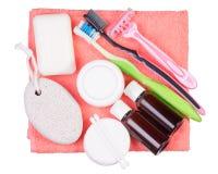 Metta per l'asciugamano degli spazzolini da denti del rasoio della lozione della crema del sapone da bagno Immagini Stock