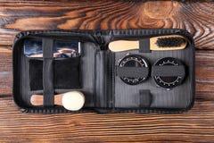 Metta per le macchine fotografiche di pulizia che consistono di parecchi oggetti Immagine Stock