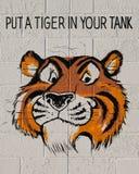 Metta una tigre in vostro carro armato Fotografia Stock Libera da Diritti
