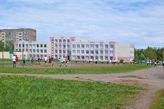 Mette in mostra il campo da giuoco nel cortile della scuola Fotografia Stock