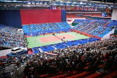 Mette in mostra l'arena di tennis con pubblico Immagine Stock