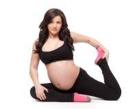 Mette in mostra la giovane donna incinta. Forma fisica. Immagine Stock Libera da Diritti