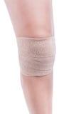 Mette in mostra le lesioni del ginocchio Elastico della fasciatura legato Fotografie Stock