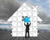Mettendo il puzzle blu nella casa modelli sul pilastro di legno illustrazione vettoriale