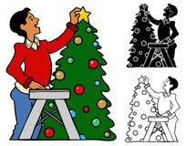 Mettendo la stella sopra l'albero Immagine Stock Libera da Diritti