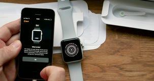 Mettendo nuovo Apple guardi con lo smartphone del telefono del Se di iPhone archivi video