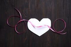 Mettere di carta di amore di media del cuore Immagini Stock