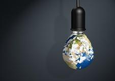 Mettez à la terre la lampe, concept d'économies d'énergie d'innovation avec l'espace de copie Photographie stock libre de droits