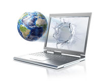 Mettez à la terre le globe, sortant à partir d'un ordinateur portable. D'isolement sur le petit morceau Images stock