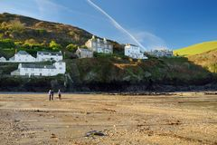 Mettez en communication Isaac, un petit et pittoresque village de pêche sur la côte atlantique des Cornouailles du nord, Angleter photo stock