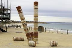 Mettez en communication la plage de Noarlunga avec la statue d'art de jetée et de Guildhouse, omine photographie stock libre de droits