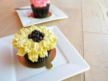 Mettez en forme de tasse le gâteau Photo stock