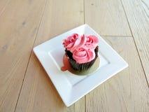 Mettez en forme de tasse le gâteau Image stock