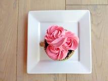 Mettez en forme de tasse le gâteau Photographie stock libre de droits
