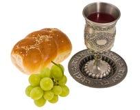 Mettez en forme de tasse le pain et le raisin Images libres de droits