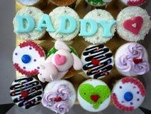 Mettez en forme de tasse les gâteaux Images stock