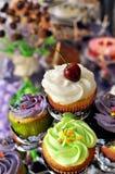 Mettez en forme de tasse les gâteaux Images libres de droits