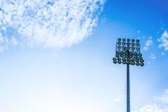 Mettez en lumière la tour du stade sur le ciel avec l'espace de copie Photos libres de droits