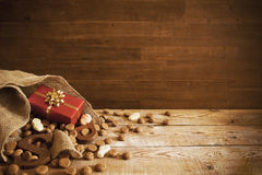 Mettez en sac avec des festins, pour des vacances néerlandaises 'Sinterklaas' Images stock