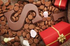 Mettez en sac avec des festins, pour des vacances néerlandaises Sinterklaas Photos stock