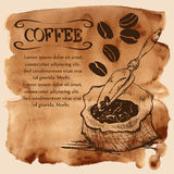 Mettez en sac avec des grains de café sur un fond d'aquarelle Photographie stock libre de droits