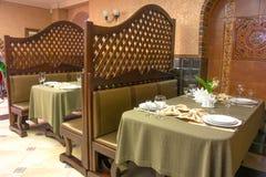 Mettez la table dans le restaurant Photos stock