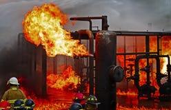 Mettez le feu à la formation d'école avec le feu et le pompier vivants Images stock