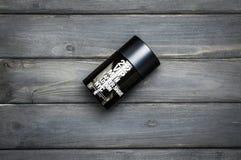 Mettez le paquet en bouteille du parfum de Carolina Herrera pour les hommes après rasage Photo stock