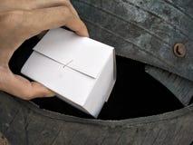 Mettez les déchets dans les déchets Images stock