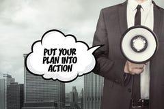 Mettez votre plan dans le texte d'action sur la bulle de la parole avec l'homme d'affaires illustration libre de droits
