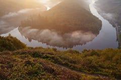 Mettlach - Saar Loop bij zonsopgang Royalty-vrije Stock Afbeeldingen