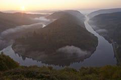 Mettlach, Saar pętla przy wschodem słońca - fotografia stock